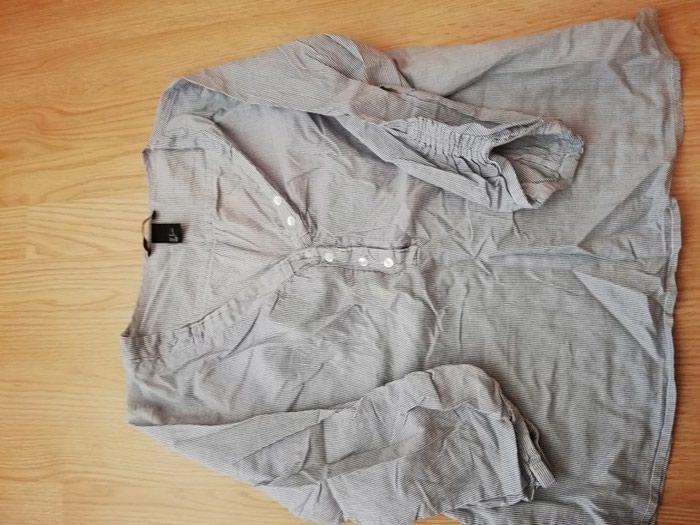 H&M bluzica u broju 36 ali odgovara broju 38-40