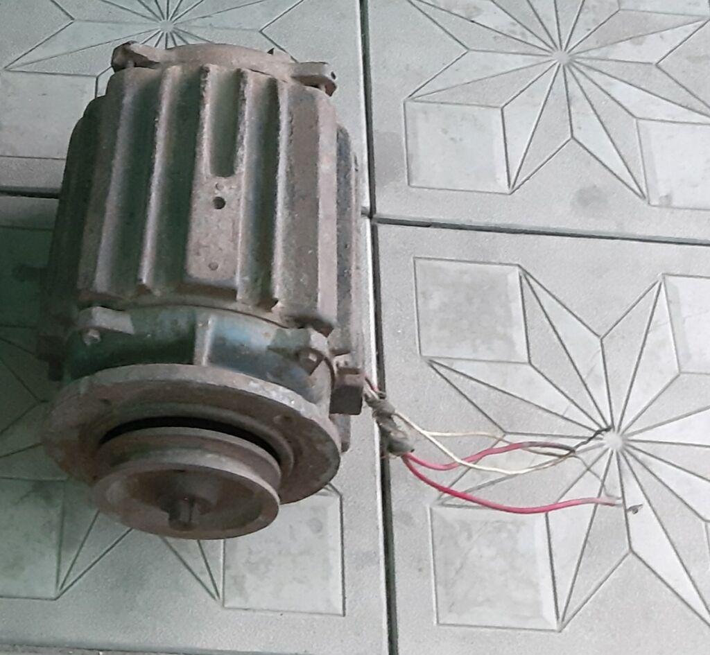 Продаю Электро мотор 3000с на 220w