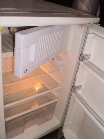 Μεταχειρισμένο Ενιαίος θάλαμος άσπρο refrigerator. Photo 1