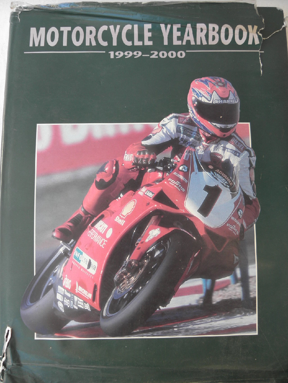 Knjiga: Motorcycle Yearbook 1999-2000, (program trka), malo ostecen omot i korice