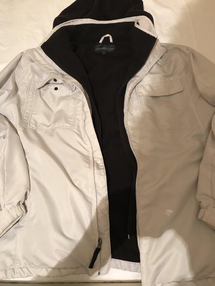 Prodajem zensku jaknu kupljenu u americi par puta nosena velicina 42/4 - Kraljevo