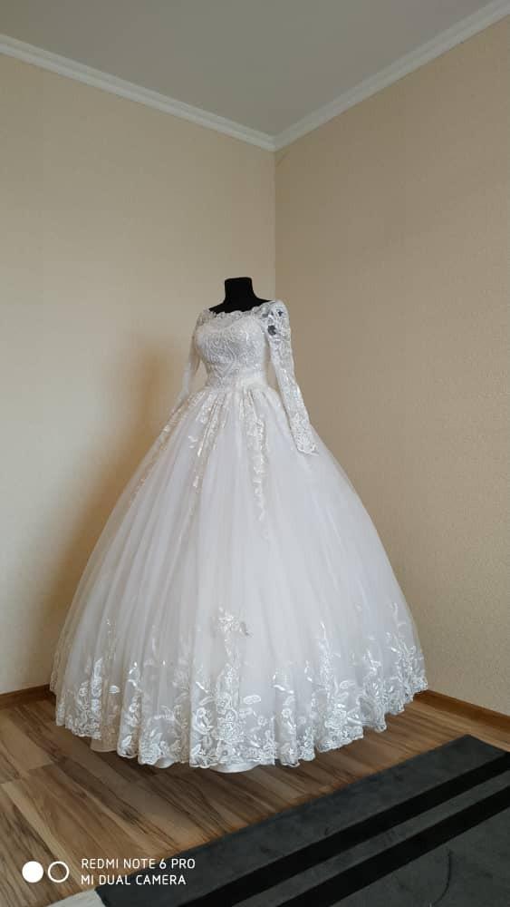 Свадебные платья в Бишкек: Свадебное Платье! Шикарное  платье по очень доступной цене!!!Прокат всего 3500 сом