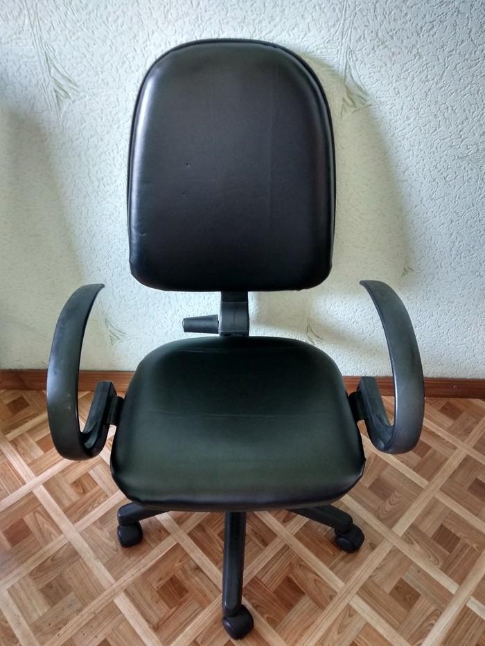 Продаем 2 кресла(кожаные), 3000 и 2000 сом, состояние очень хорошее!. Photo 1