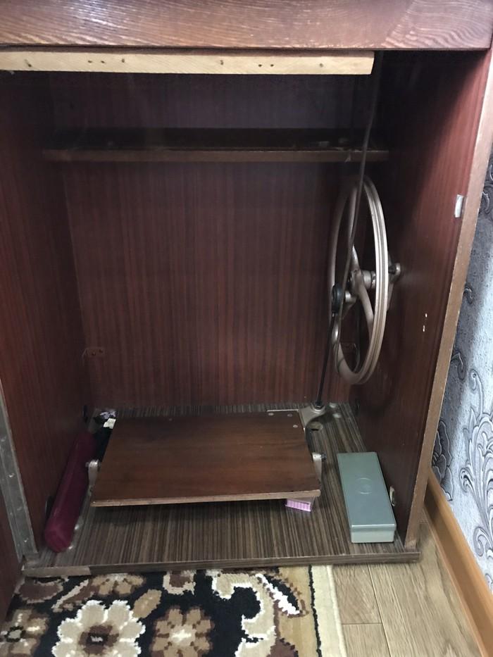 Советская швейная машинка рабочая настроенная в отличном состоянии. Photo 2