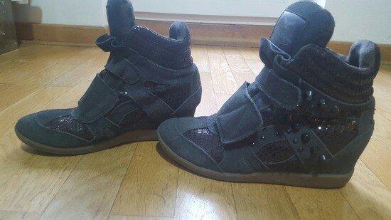 Ženska patike i atletske cipele - Beograd: Replay patike 38 broj,ja nosim 39 i super mi odgovaraju,veci je kalup