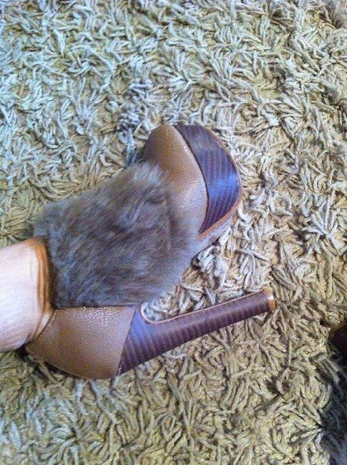 Čizme na štiklu, braon boje, sa veštačkim krznom, skoro kao nove, - Beograd