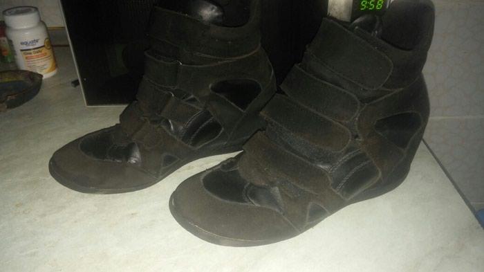 Женские ботинки-сникерсы,в отличном состоянии,размер 37,цена 8манат. Photo 0