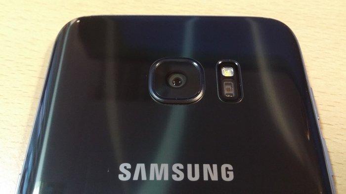 Samsung Galaxy S7 edge phone. Photo 0