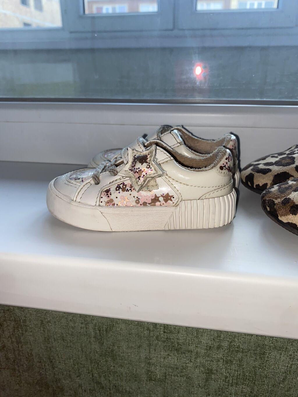 Продаю детскую обувь в хорошем состоянии. Кроссовки белые 19 размер от: Продаю детскую обувь в хорошем состоянии. Кроссовки белые 19 размер от