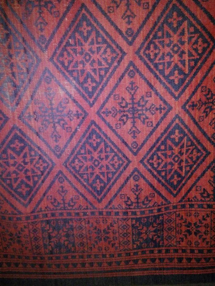 Продаю ковёр ,без ворса ,метр двадцать на 2. Photo 0