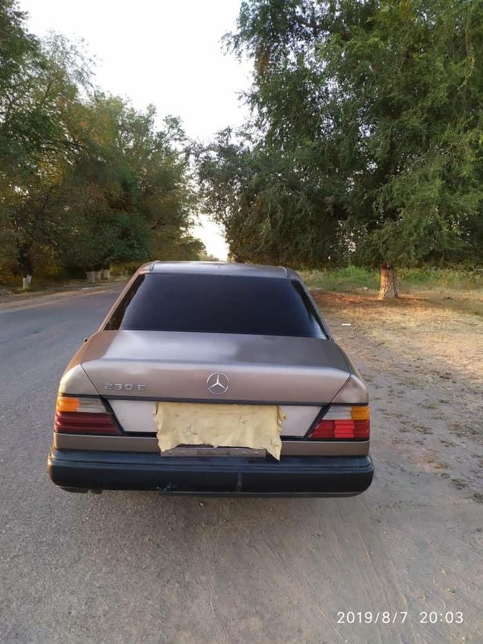 Mercedes-Benz 230 1986. Photo 0