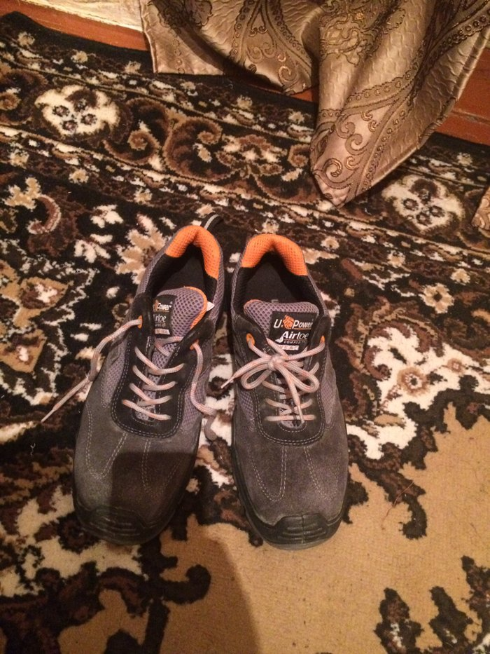 Почти новая обувь одел один раз и снял. В переди идет защитка железная в Кант