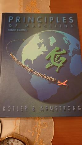 Αρχες του μάρκετινγκ στα αγγλικα  γυρω στις 800 σελιδες αψογα διατηρημένο