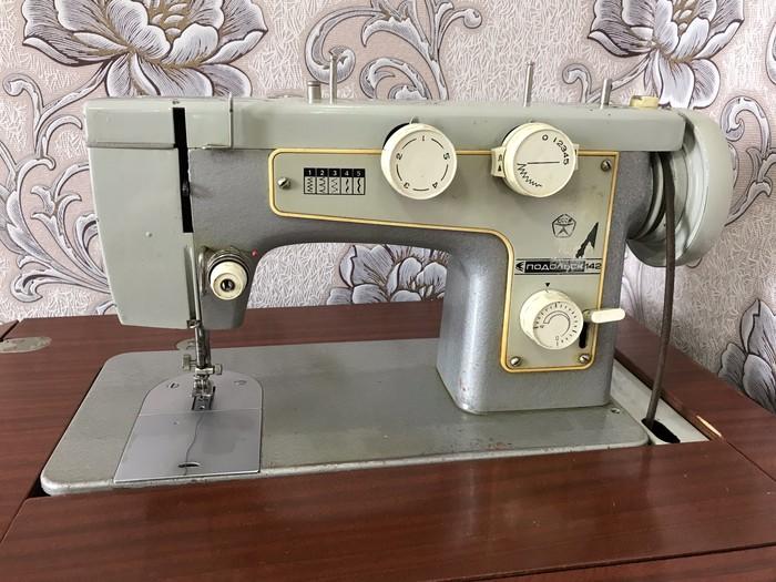 Советская швейная машинка рабочая настроенная в отличном состоянии. Photo 0