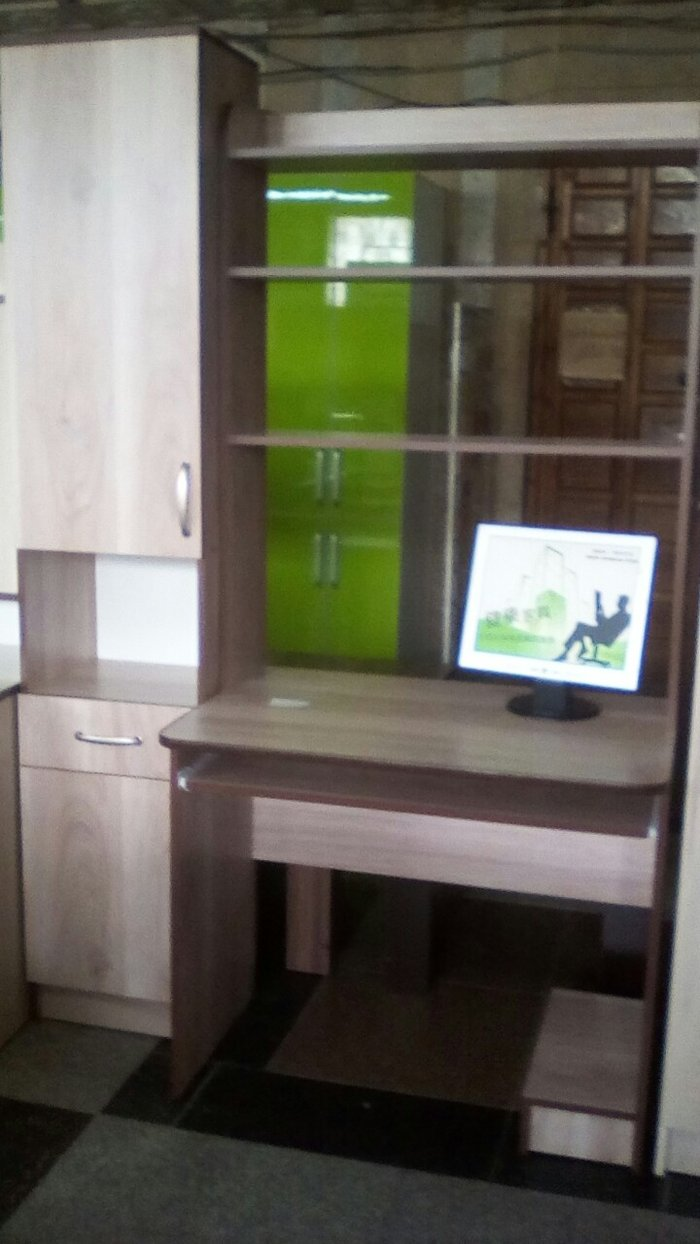 новый ком. стол,размер 1. 3,доставка по городу в Бишкек