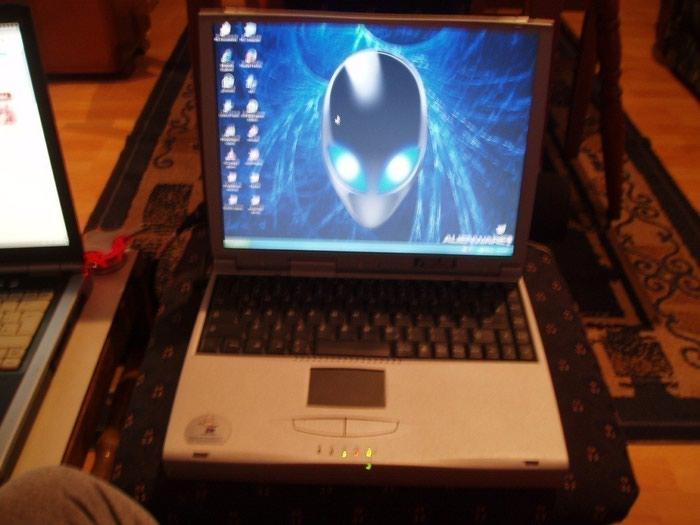 Laptop - notebook Asus, Ekran 13 inca, nema ram ima nesto integrisanog 128 mb slot prazan ne ide hdd cesalj za hdd nemam vise slobodnih i fioka za hdd moze i bez fioke da se postavi hdd zato ide za delove ili kompletiranje ide bez punjaca a potreban je 19V - 2