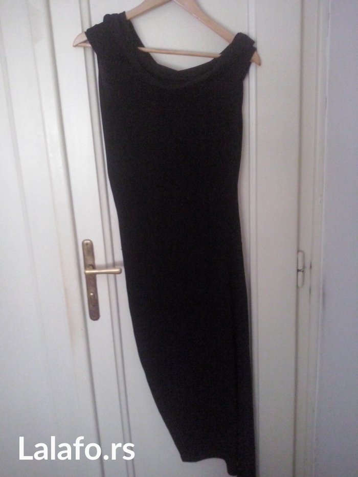 Duga haljina sečena ukoso po dužini,a gornji deo se može spustiti na r - Beograd