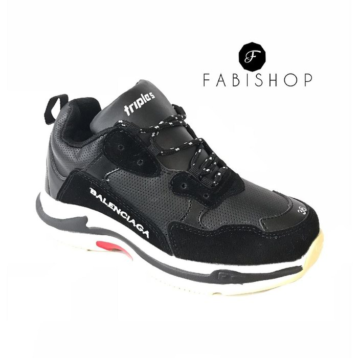 Sale кроссовки и спортивная обувь In бишкеке 1200 Kgs