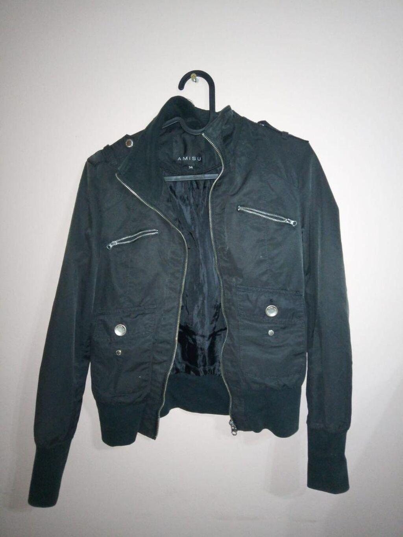 Prolećna crna original AMUSU(New Yorker)ženska jakna,veličine 34,odlično očuvana i kvalitetna