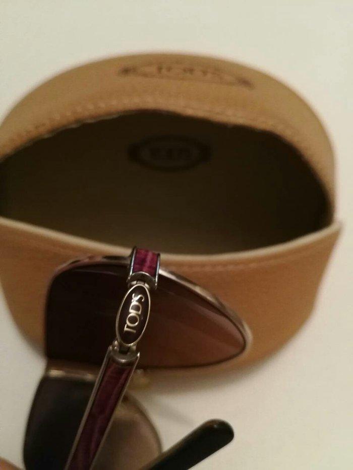 Γυαλιά ηλίου Tod's με μωβ λεπτομερειες σε Μοσχάτο
