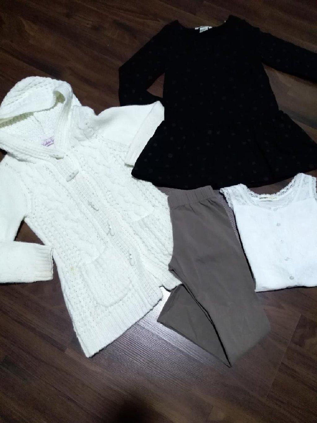 Komplet očuvane garderobe za devojčicu. Veličina 4 - 5. Komplet se: Komplet očuvane garderobe za devojčicu. Veličina 4 - 5. Komplet se