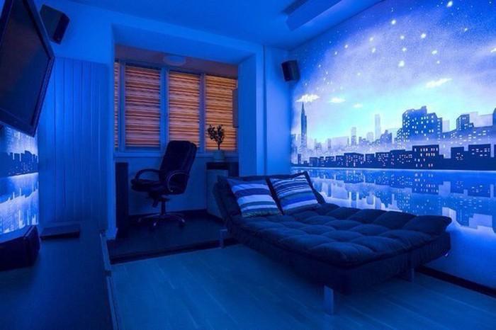 Флуоресцентная краска активируется при помощи ультрафиолетового света и выразительно сияет даже днем