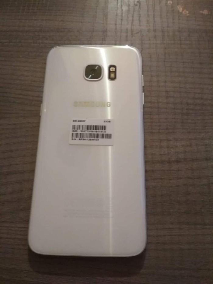 Μεταχειρισμένο Samsung Galaxy S7 Edge 32 GB άσπρο. Photo 1