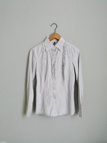 be1b68885a BENETTON! Γυναικειο ριγε πουκαμισο με διακριτικη λεπτομερεια βολαν ...