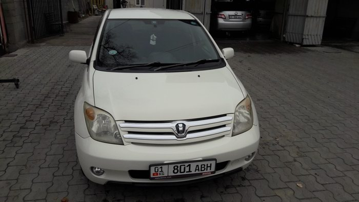 Toyota ist 2003. Photo 0