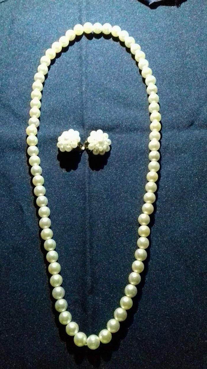 Σετ κολιέ και σκουλαρίκια με (κλιπ) λευκή πέρλα. Photo 0