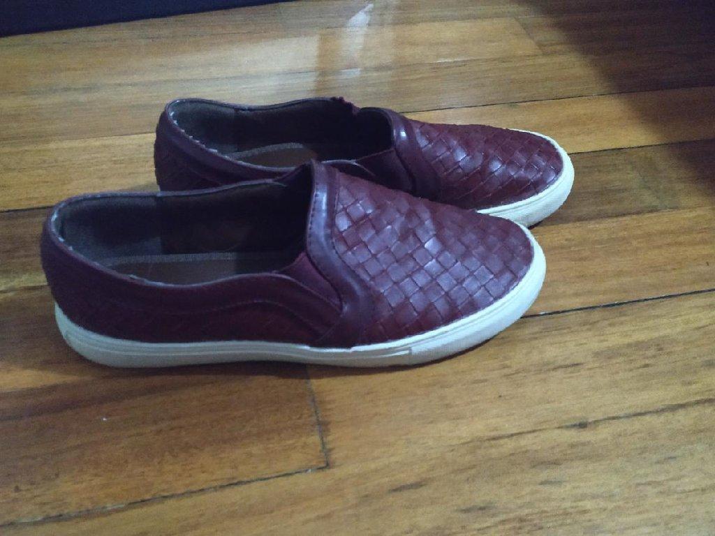 Sneakers Fullah Sugah σε μπορντό χρώμα,νούμερο 38 (κάνει κ για 39) άνετα κ μαλακά!! Ελάχιστα Φορεμένο