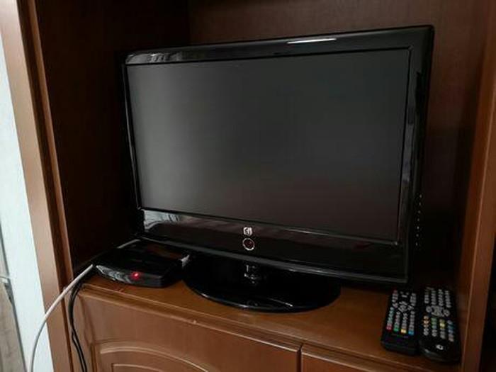 Τηλεοραση LG σε καλη κατασταση μαζι με τηλεκοντρολ. Photo 0