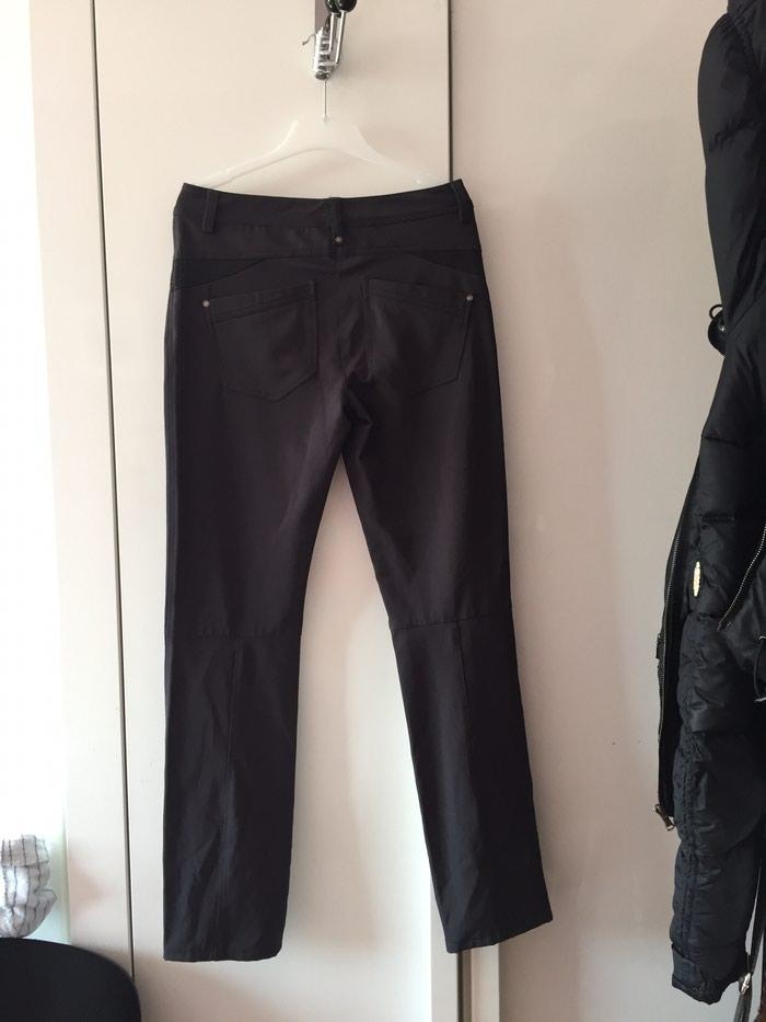 Perfectne nove pantalone Push up Boja tamno siva Velicina 34 - Vrbas