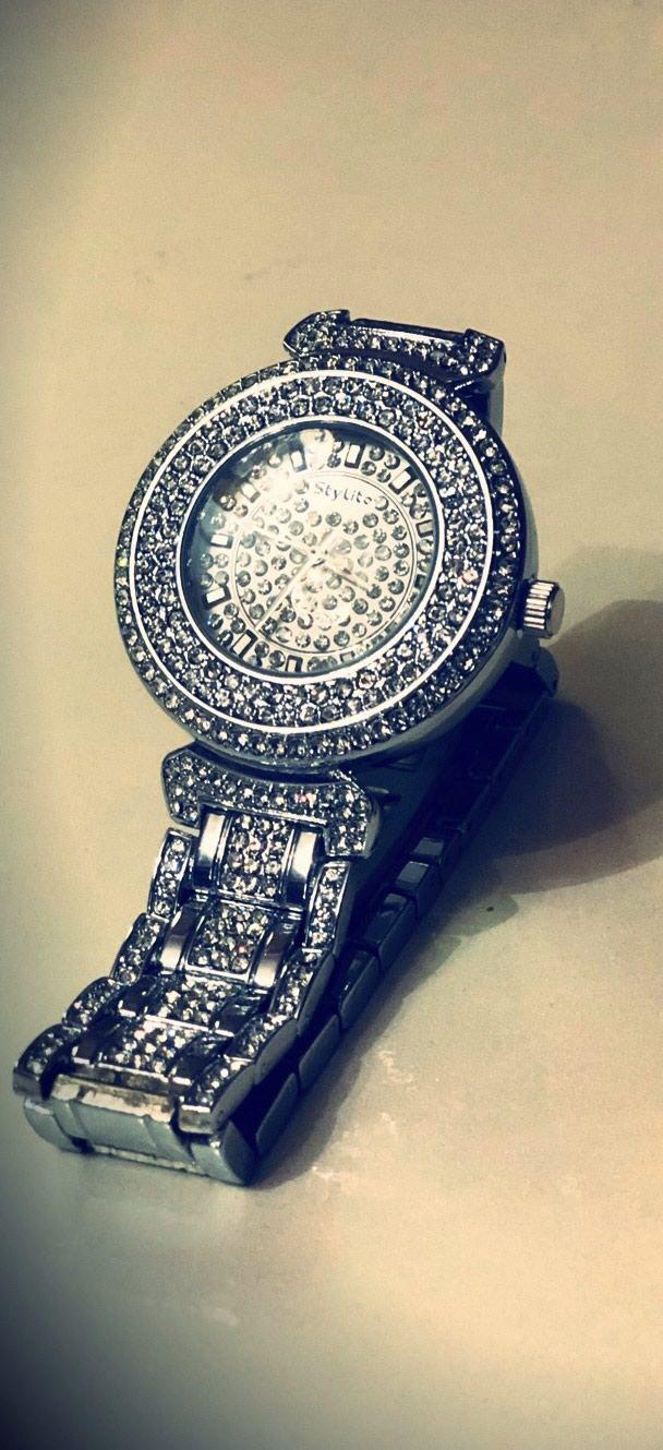 Qadın Gümüşü Qol saatı . Photo 0