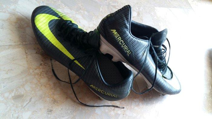 Τα ποδοσφαιρικά παπούτσια είναι σε. Photo 4