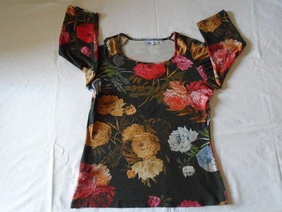 Majica sa cvetovima, Afrodita mode collection, nošena ali može još da se nosi, po kući, za spavanje i sl