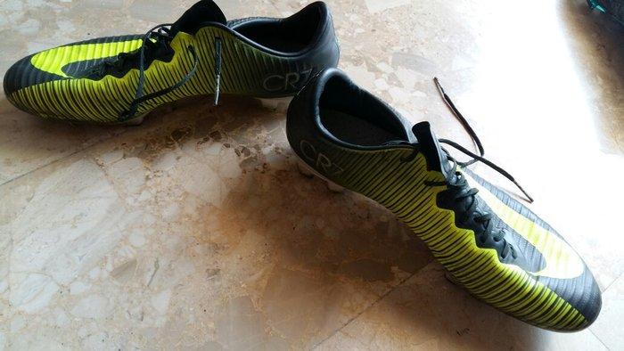Τα ποδοσφαιρικά παπούτσια είναι σε. Photo 5