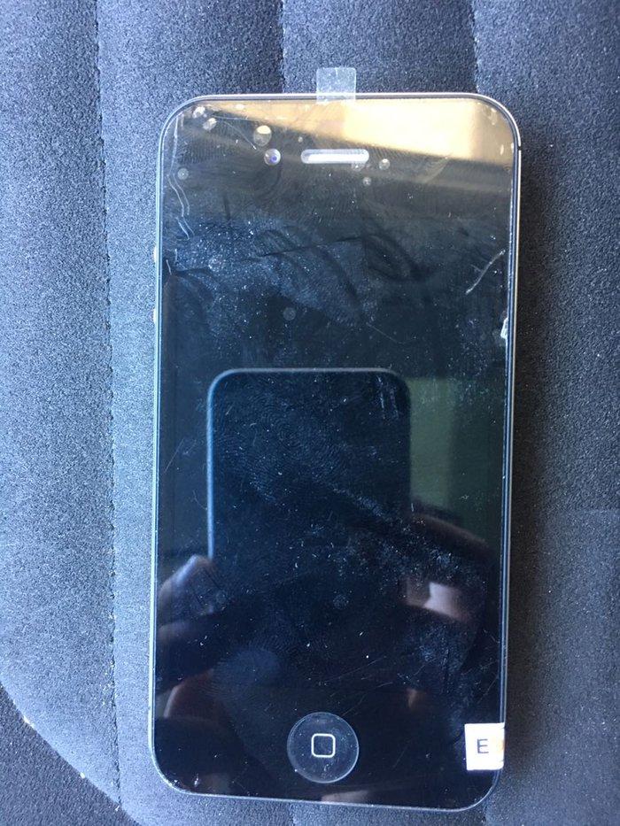 Bakı şəhərində Tecili satilir, Iphone 4S hec bir problemi yoxdur.iphone servisde