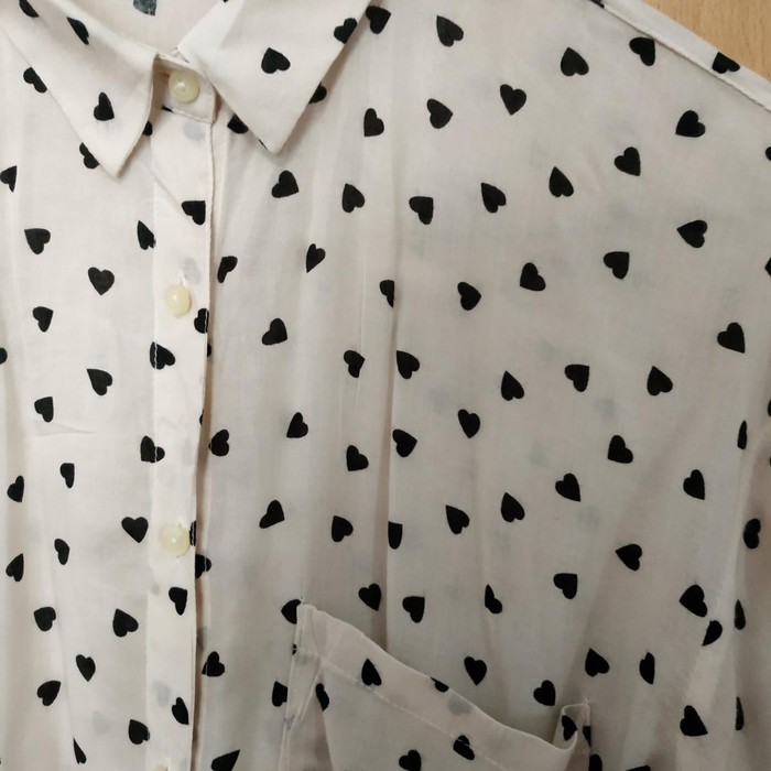 Woman's shirt size small pull and Bear. Photo 2