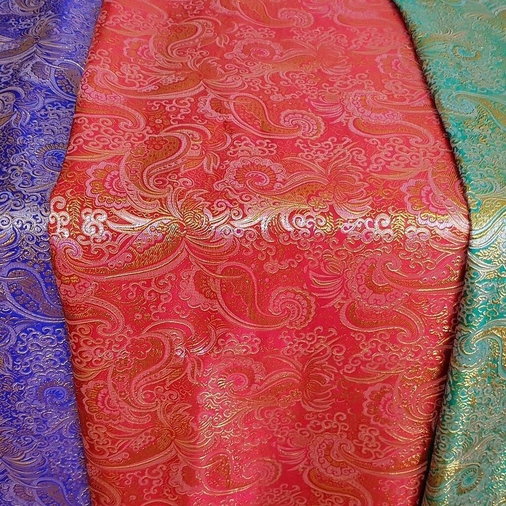Продаю ткани, остатки. За пол цены отдам. Парчу, атлас, кристаллис: Продаю ткани, остатки. За пол цены отдам. Парчу, атлас, кристаллис,