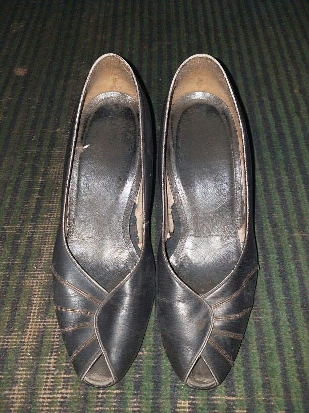 Женские туфли белые 3 ман а чёрные 2 ман. Photo 4