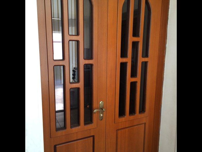 Bakı şəhərində Двери двустворчатые из натурального дерева, с фиксатором, в отличном с