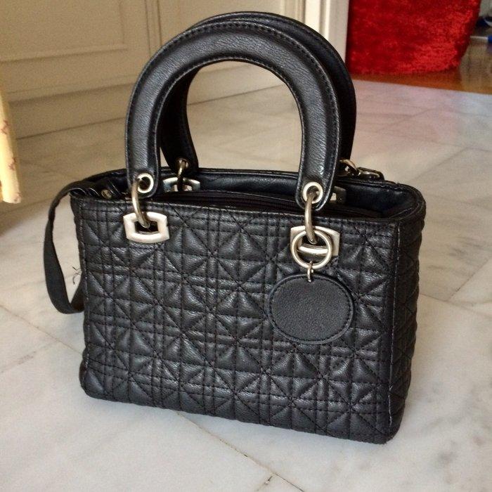 Μαύρη μικρή τσάντα χειρός με for 10 EUR in Νέα Σμύρνη  Άλλα on lalafo.gr 473e0868846