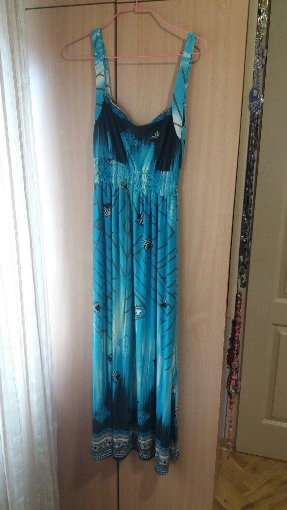 Letnja duga haljina lepih boja, materijal je lep i lagan
