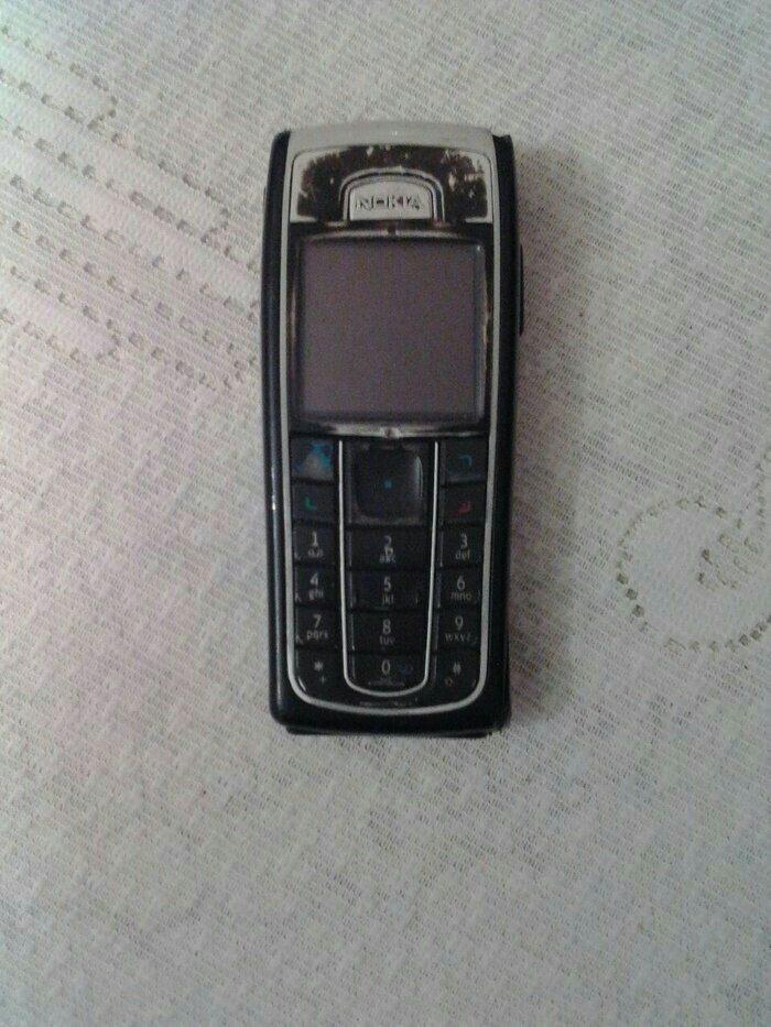 Bakı şəhərində Nokia 6230. Antik telefonlar yiganar ucun. Sim karti qebul etmir. Bata
