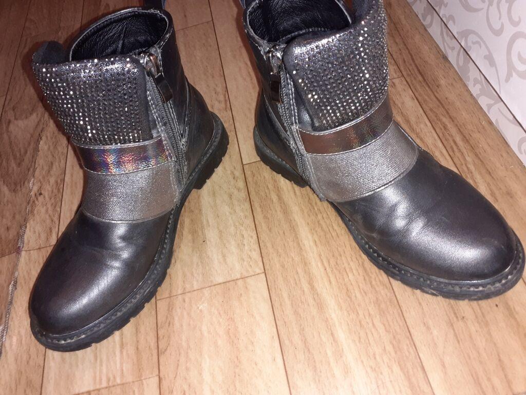 Продаётся весенне-осенние ботинки,на девочку 7 лет размер 31,стали: Продаётся весенне-осенние ботинки,на  девочку 7 лет размер 31,стали