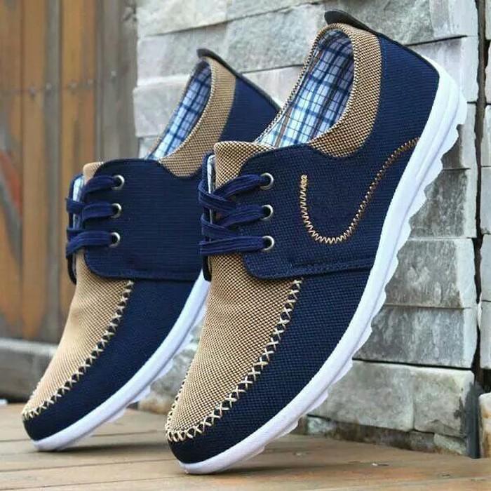 Кроссовки и спортивная обувь. Photo 0