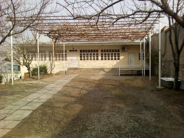 Продаю  дом  из  10  комнати   обший  плошад  дома  5  сотик  земли. в Душанбе