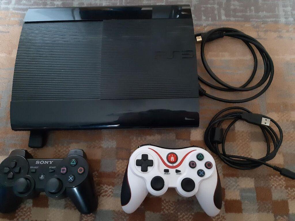 PS 3 με ενα αυθεντικό τηλεχειριστήριο Sony και ένα ακόμα άλλης εταιρείας δεν υπάρχει κανένα απολύτως πρόβλημα, επίσης δίνονται μαζί του και όλα τα παιχνίδια που ουτε αυτά δεν έχουν κανενα πρόβλημα