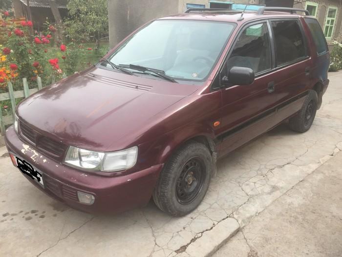 Mitsubishi Space Wagon 1995. Photo 0